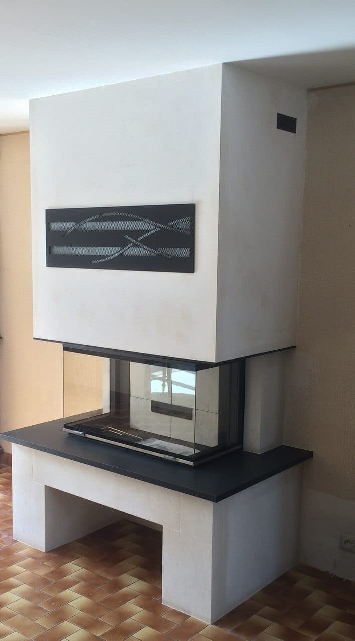 chemin e en pierre blanche et granit avec foyer 895 3v. Black Bedroom Furniture Sets. Home Design Ideas