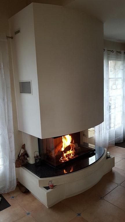 Foyer 890-3V et sole foyère en granit