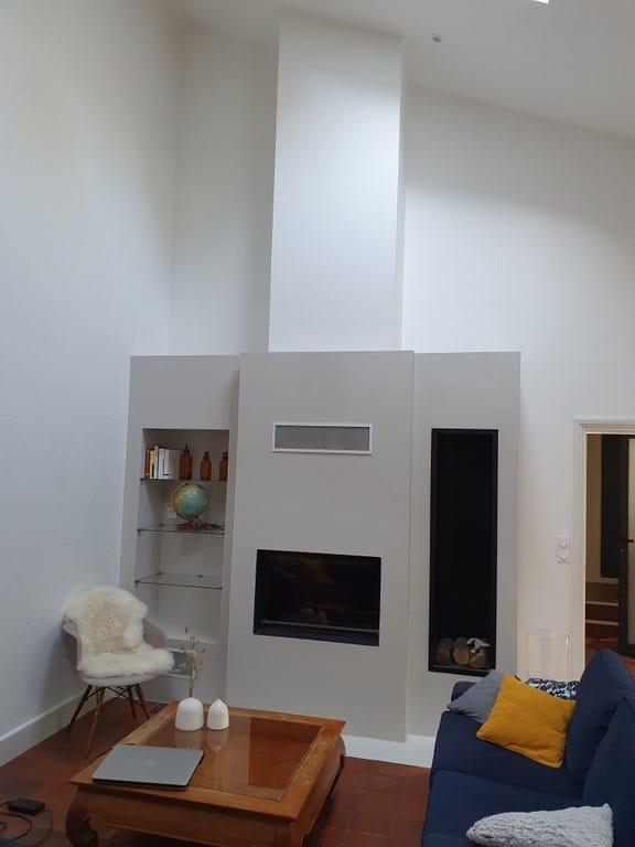 Cheminée cadre acier avec foyer 844 et niche métal à bois